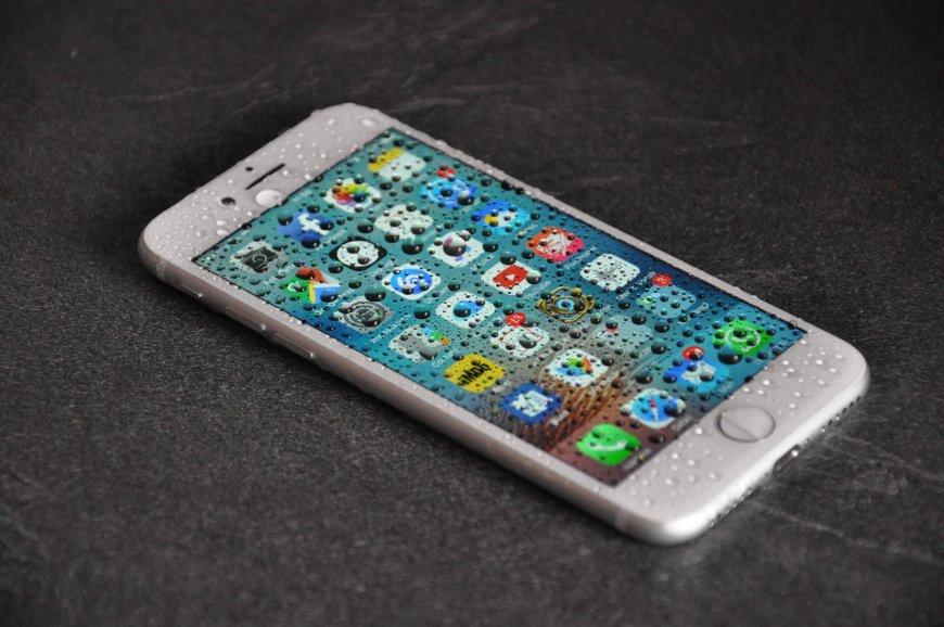 iPhone cade in acqua